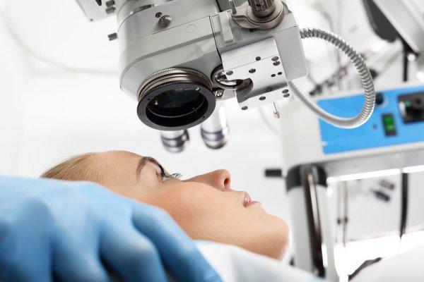 operation af poser under øjnene